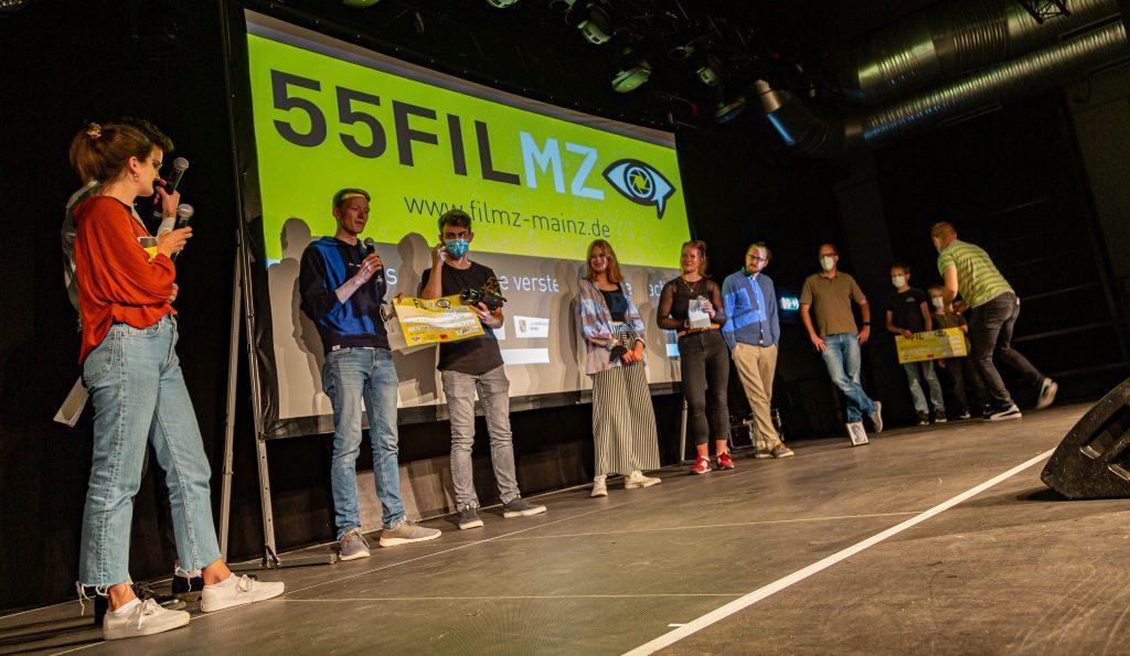 Gewinnerteams auf der Bühne beim 55FILMZ Sommerspecial